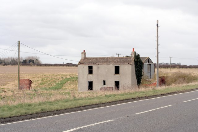 Ruined farmhouse near Green Man woods