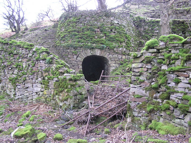 Lime Kiln : Nr Gunnerside Bridge