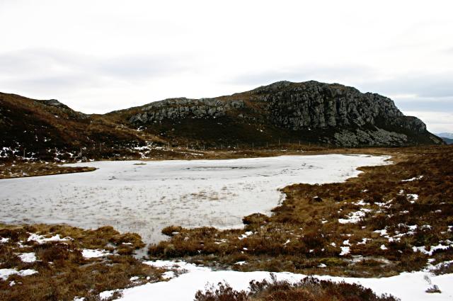 Frozen lochan on An Sgurr