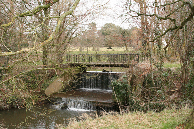 Broadhembury: weir on the river Tale