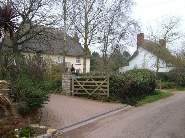 Thatched cottages at Brookleigh