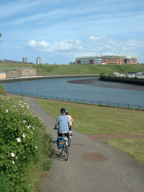 The C2C cycle route dropping down to the River Wear