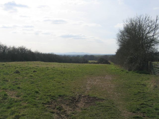 Looking west along the Wychavon Way