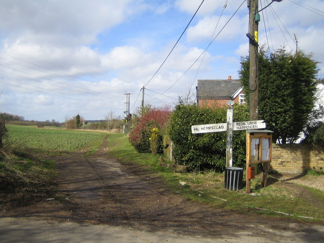 Trowley Bottom: Old signpost at the crossroads