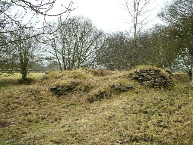 Remains of a limekiln.