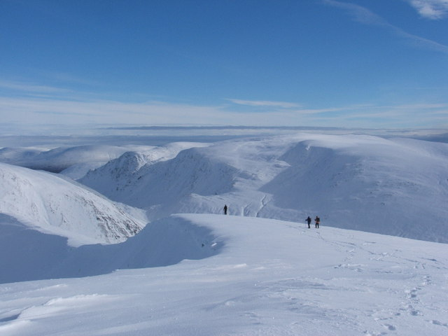 Summit ridge of Beinn Eibhinn