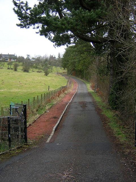 Road to Stonebyres Sluicegate