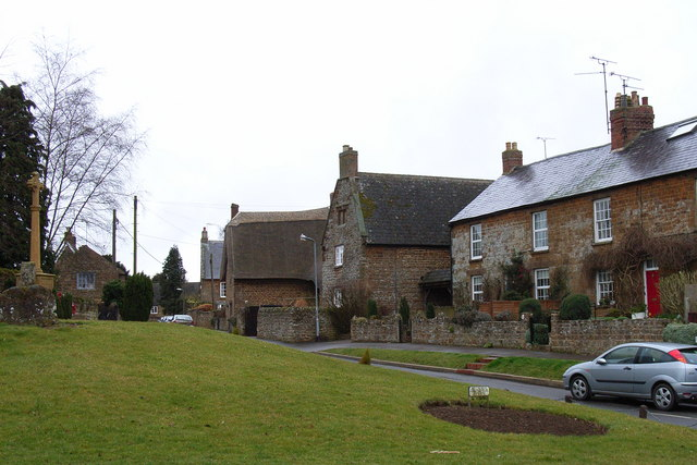 War memorial and cottages, Byfield