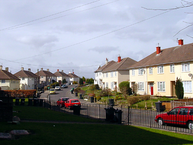 Looking along Maskelyne Avenue,  Manor Farm