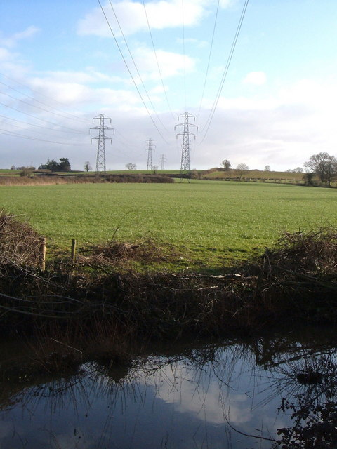 Pylon lines near Broadclyst