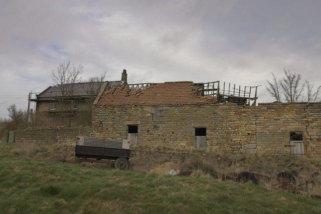 Derelict barns - Lealholm side