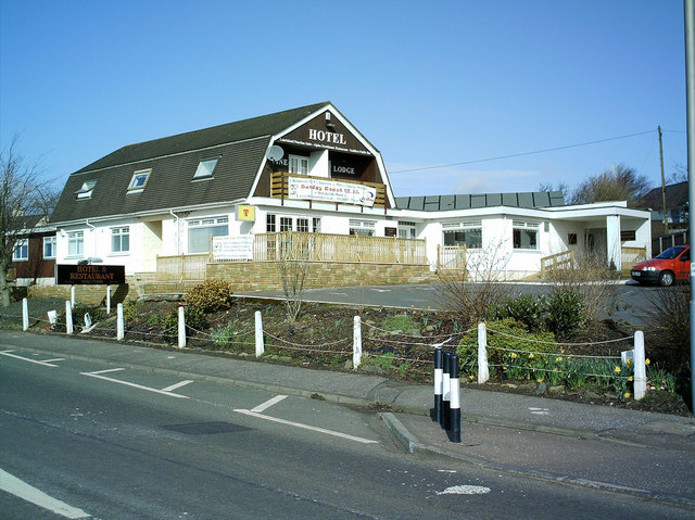 The Alpine Lodge Inn Crosshouse