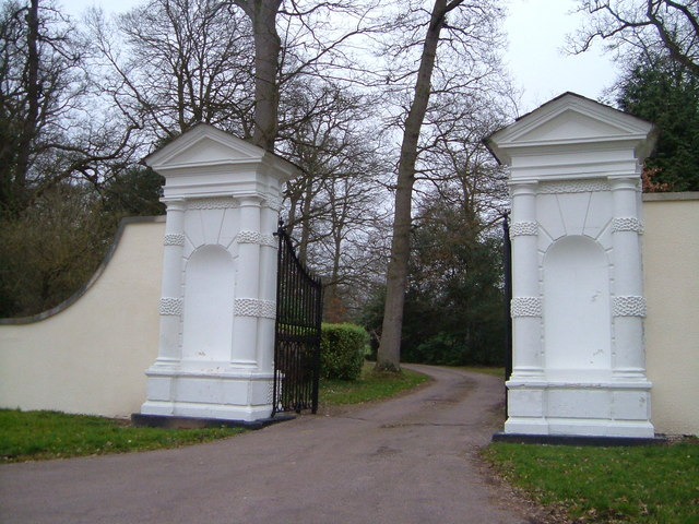 Gatepiers to Rockbeare Manor