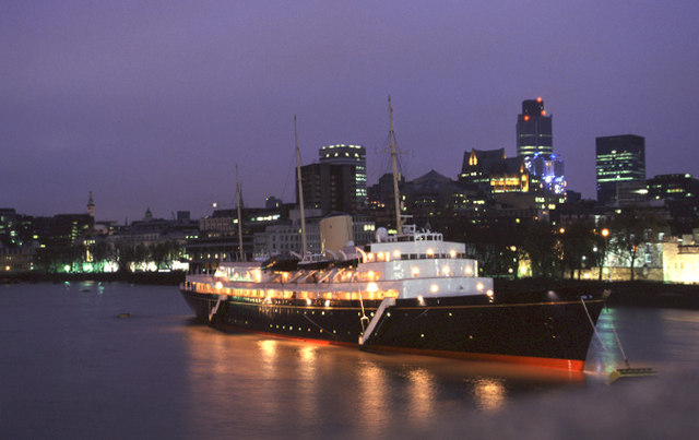 HMY Britannia in the Pool of London for the very last time, 11/97