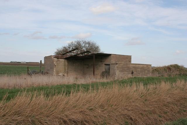 Derelict barn, Morton Drove, Morton Fen