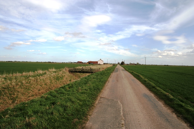 Fen road, footbridge and farm, Morton Farm