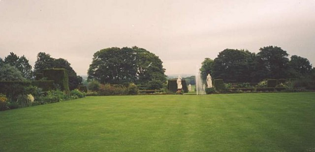 Middle Lawn & Fountain in Renishaw Hall Gardens