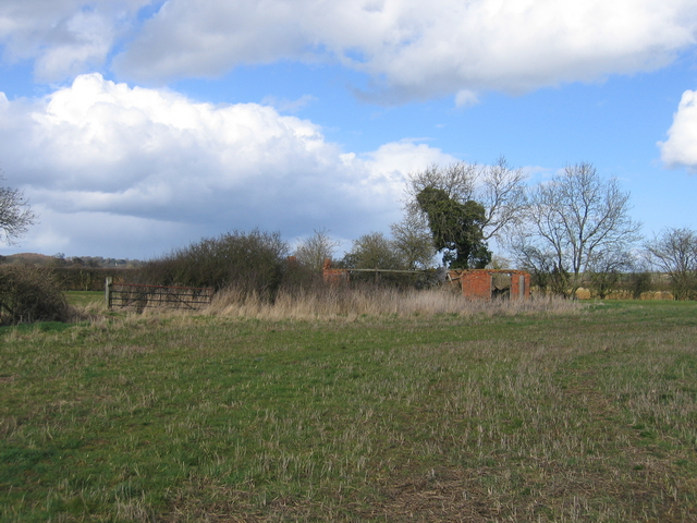 Derelict barn near Priors Marston