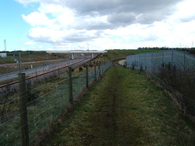 Bridleway and Railway near Northfleet Green