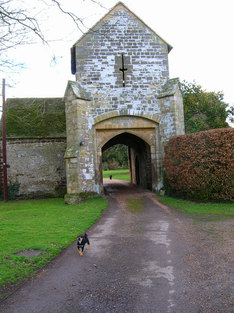 Guarding the gatehouse, Ewhurst Manor