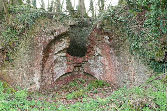 Thorne St Margaret: limekiln near Piley Copse