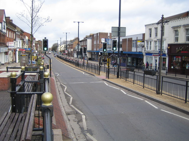 Dunstable: The A5 High Street (North)