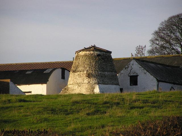 Dovecote : Manor House Farm.