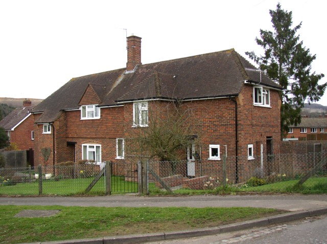 Houses at Weston Fields near to the church, Albury