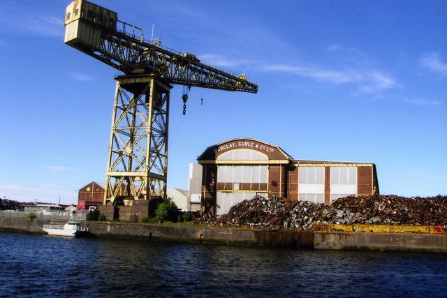 Crane at Barclay Curle shipyard, disused now