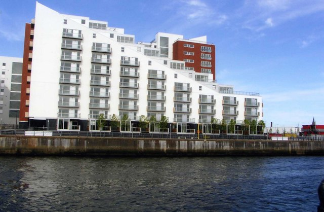 New housing block on River Clyde
