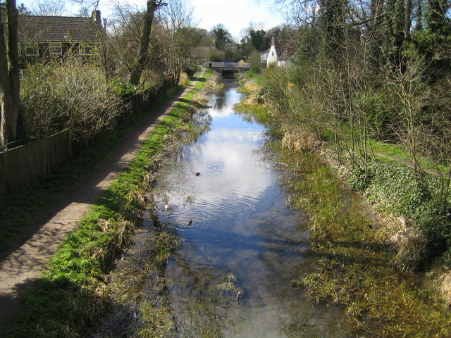 Grand Union Canal (Wendover Arm) in Halton