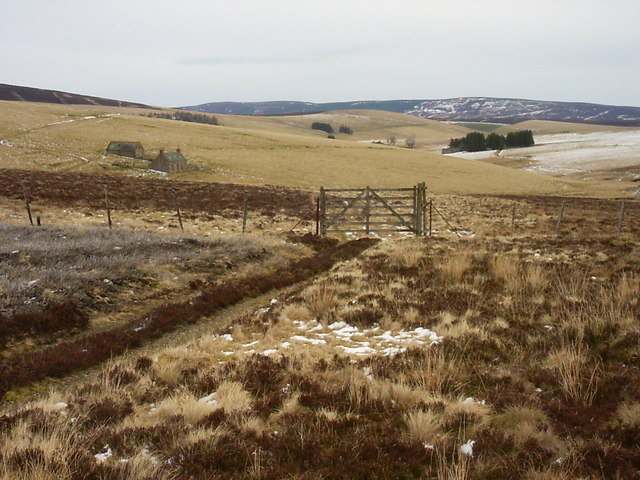 Isolated farm near Little Balloch Hill