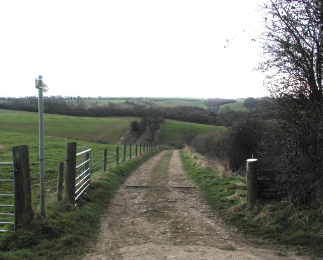 Track towards Tilton on the Hill
