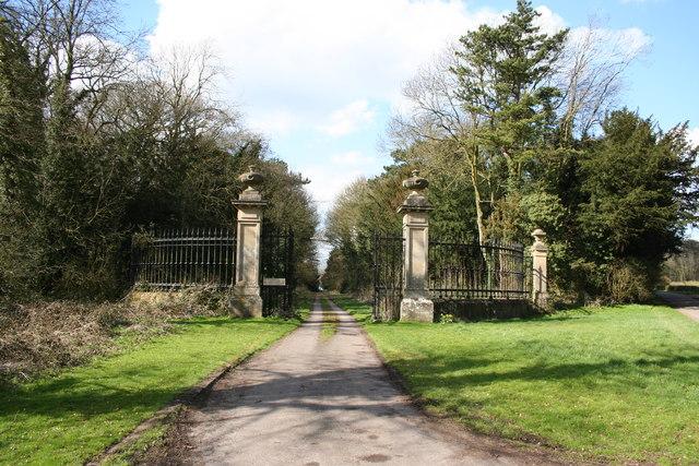 Ossington Hall gates