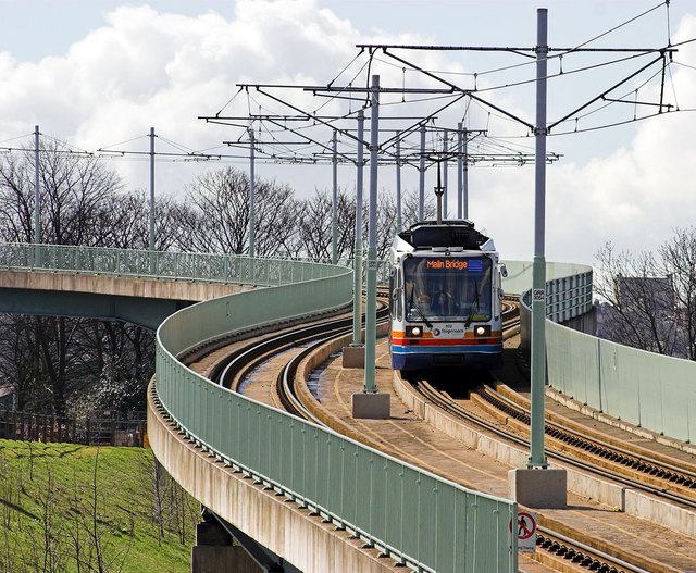 Sheffield Supertram descending the viaduct from Park Grange Croft