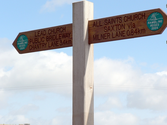 Chantry Lane Signpost, Saxton