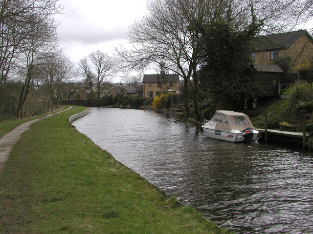 The Leeds and Liverpool Canal above Greenberfield Locks