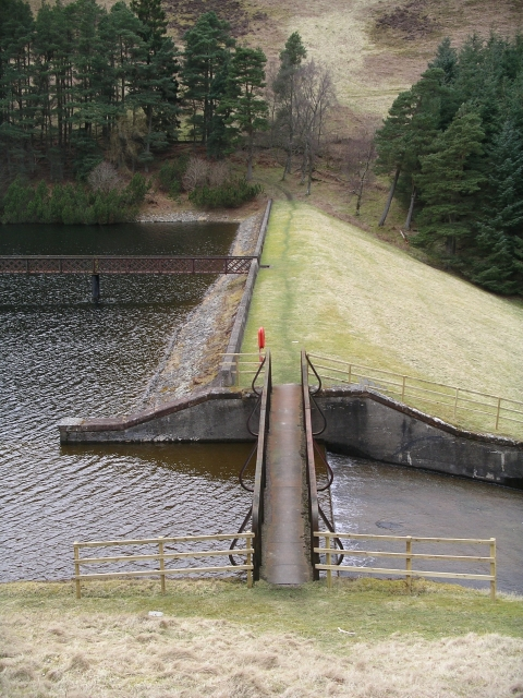 Outflow and dam, Cowgill Lower Reservoir