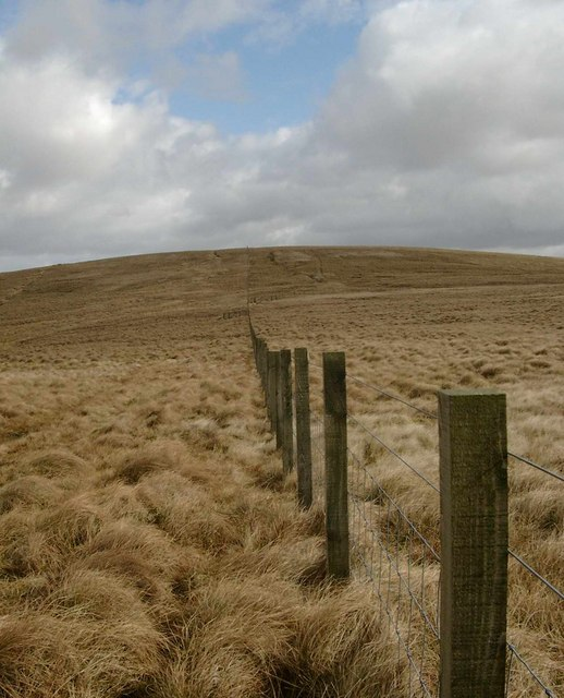Fence leading to Cocker Hill