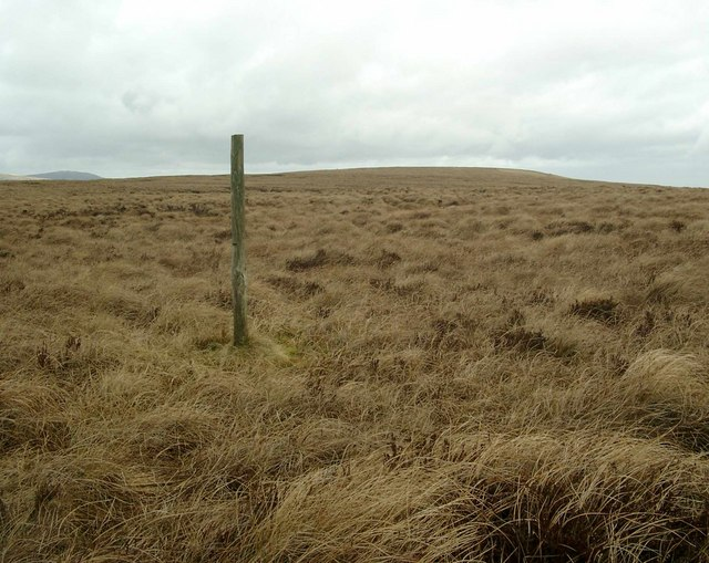 Isolated fencepost approaching Glenguffock Hill