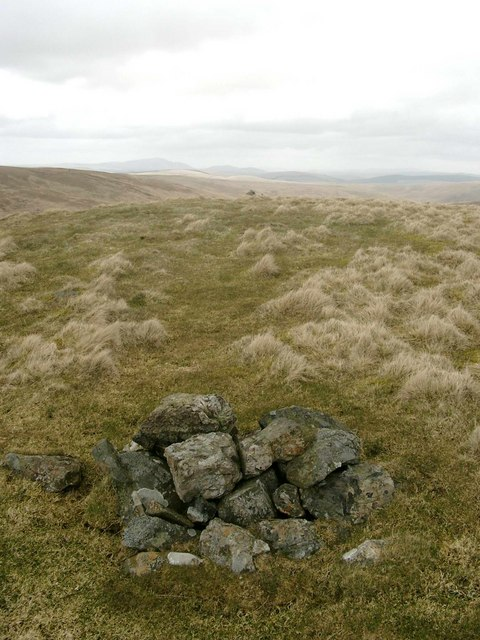 Two cairns on Meikle Knypes