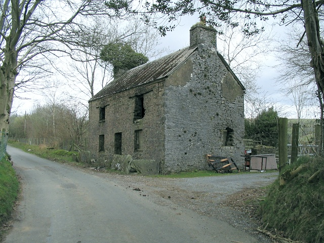 Derelict house in Cwmcerdinen
