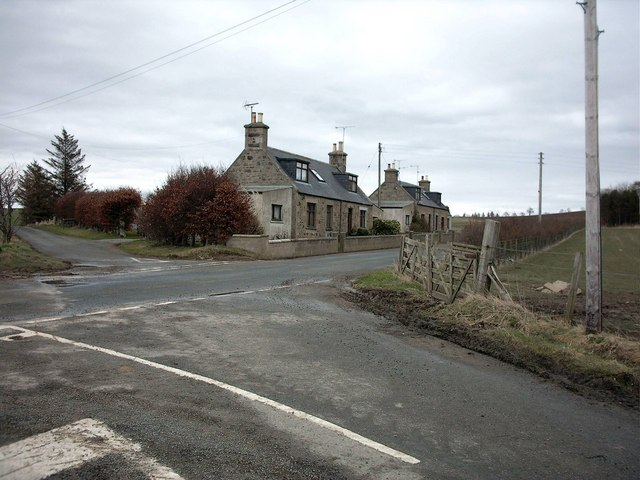Cottages at unnamed crossroads near Baldavie Farm