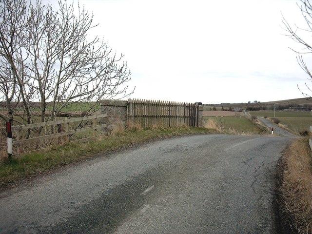 Bridge over disused railway near Ordens
