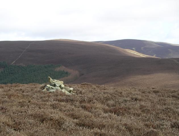 Summit Cairn, Kirnie Law