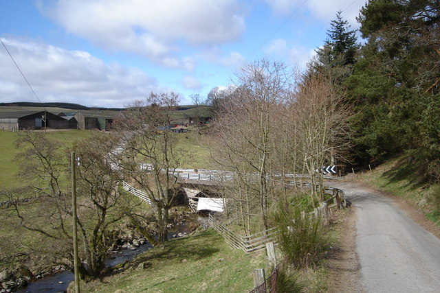 Bridge over Alyth Burn and Mains of Creuchies Farm