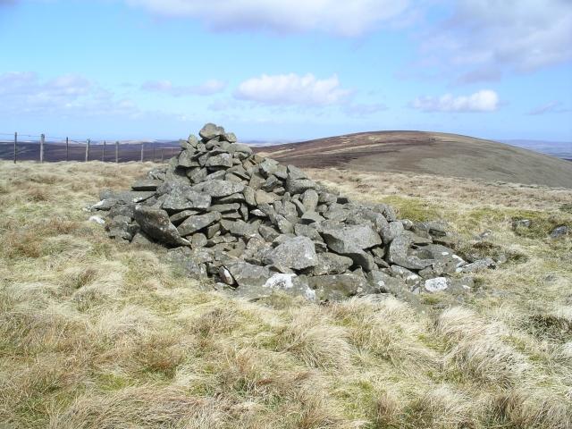 Windlestraw Law (SW summit) Cairn