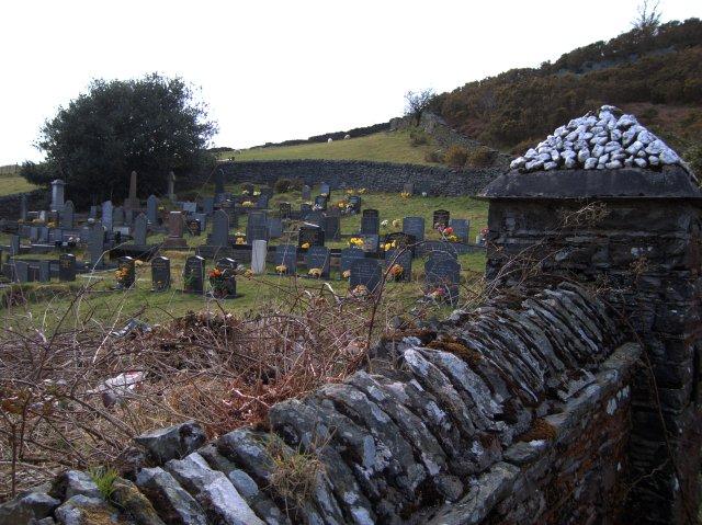Ysbyty Cynfyn graveyard