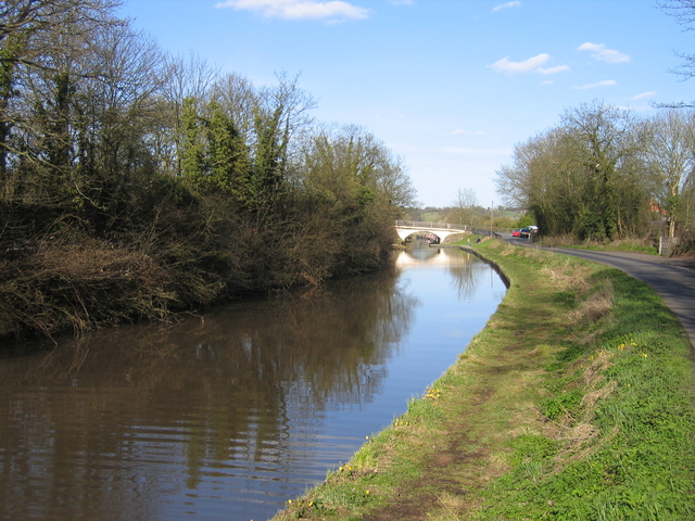 Worcester and Birmingham Canal at Hopwood