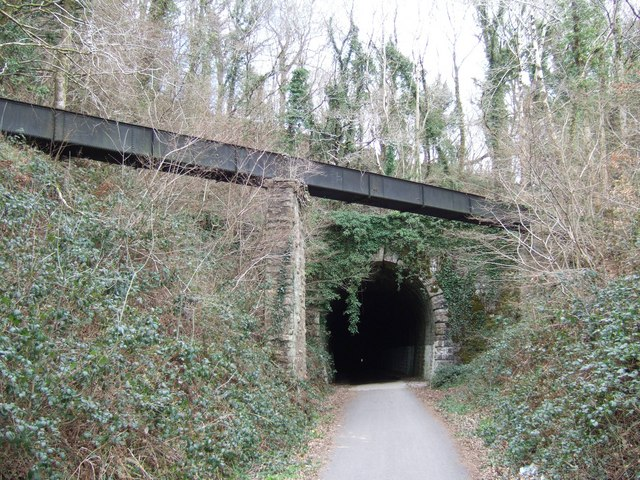 Aqueduct (rusty) and tunnel